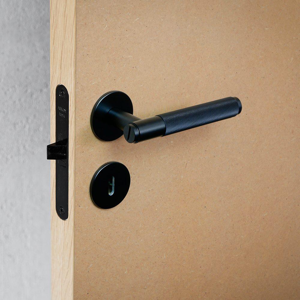 svart_dörrhandtag_njord_pattern_plain_mdf_buster_and_punch