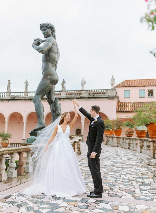 Nicole and Peter's gorgeous courtyard wedding