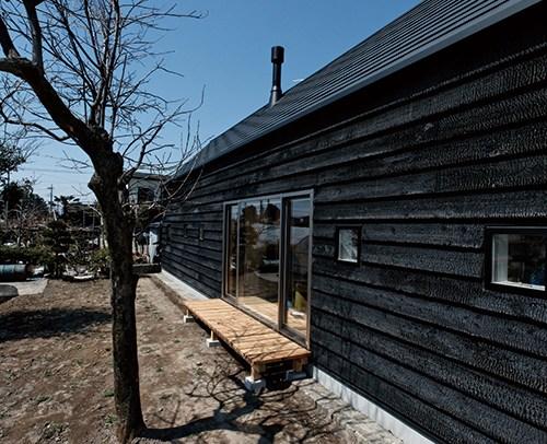 平出町・焼杉の家 中山大輔建築設計事務所