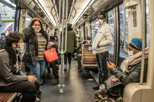 metro parijs mondkapjes