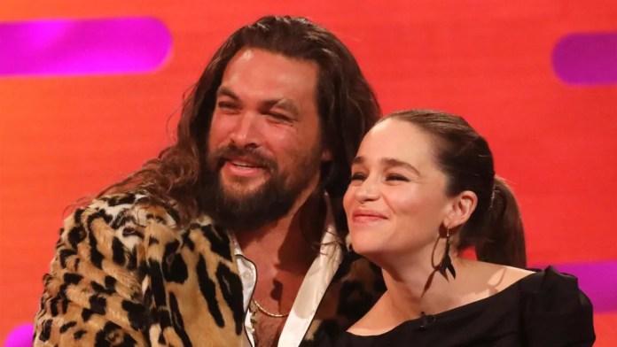 Jason Momoa ismét a karjaiba kapta Emilia Clarke-ot