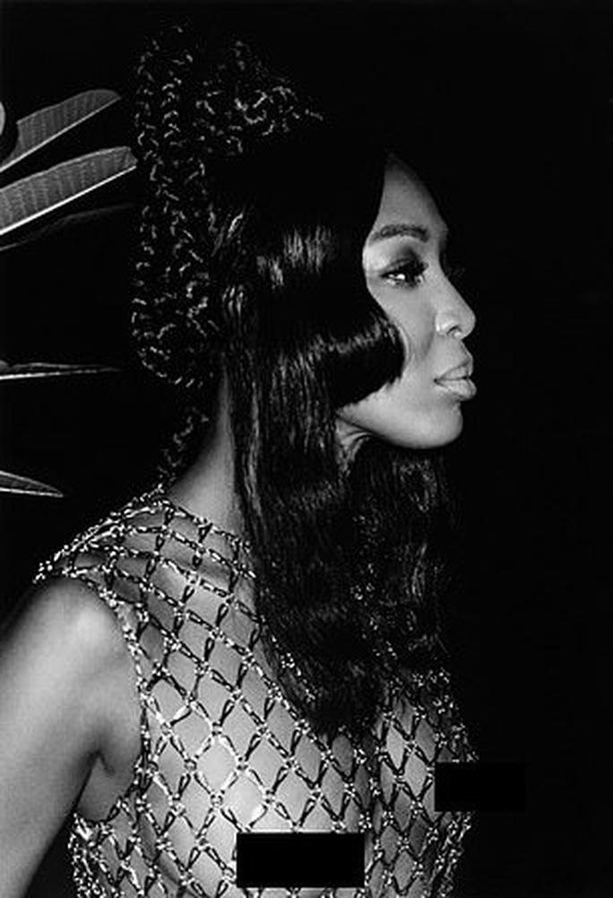 """""""Báo đen"""" Naomi Campbell khoe vẻ hoang dã và quyến rũ - Ảnh 2."""