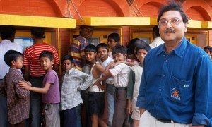 Sugata Mitra with children at a hole-in-the-wall project in Delhi in 2011 Photograph: TED