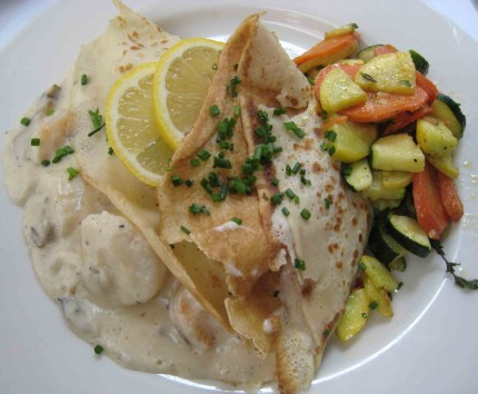 Fruits de Mer (shrimps, scallops, mushrooms in a cream sauce)