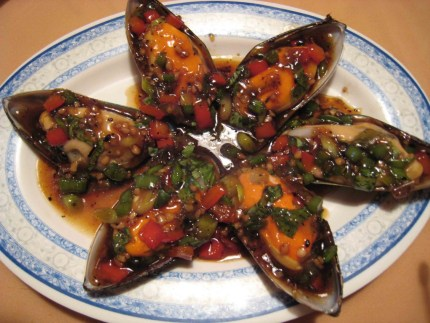 Stir Fried Green Mussels in a Garlic and Ginger Sauce