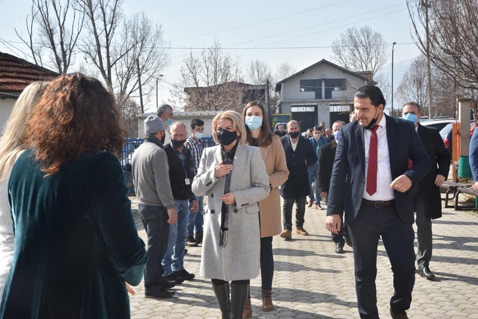 Teuta Arifi viziton fshatin Poroj të Tetovës