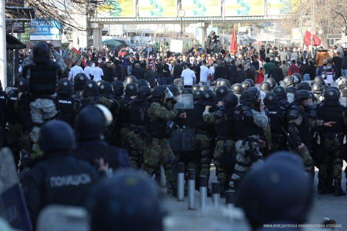 """2 padi penale dhe 12 arrestime për protestën e """"Monstrës"""", detaje të reja nga Prokuroria"""