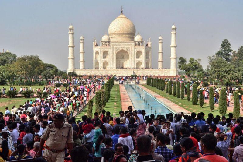 India lehtëson masat, rihapet Taj Mahal
