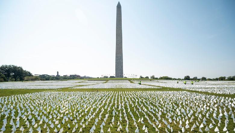 660,000 flamuj të bardhë në nderim të viktimave që humbën jetën në SHBA nga COVID