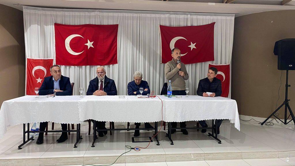 Ahmeti në takim me banorët turq të Gostivarit/ Ahmeti: Vetëm si të barabartë mund të hecim përpara