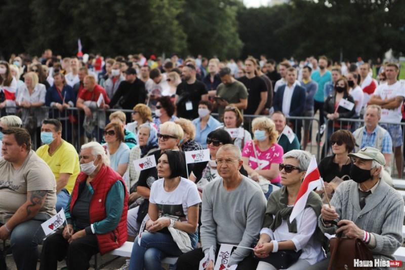 70 тысяч чалавек выйшлі на мітынг у падтрымку Ціханоўскай у Мінску
