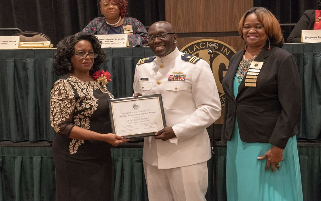 CDR Lee Stenson, NNOA Tidewater Chapter VP and 2018 STEM Event Organizer, receives Meritorious Service Award
