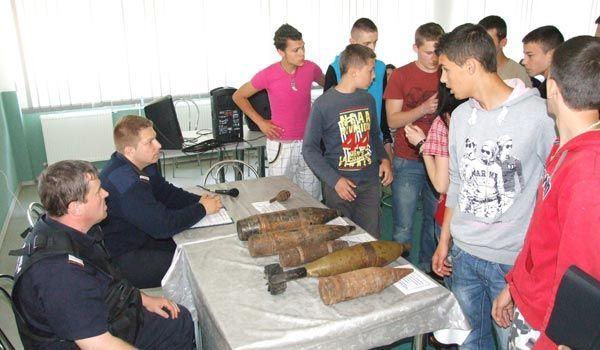 Angajatii ISU Semenic au prezentat diverse tipuri de munitie