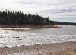 Large sections of both ice and open water could be seen in the Hay River in front of Chamber Park on April 18, just a few days before the ice cleared out of the river for spring break-up. Paul Bickford/NNSL photo
