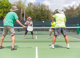 Pickleball, which features elements of tennis, table tennis and badminton, will be introduced to Hay River this spring at the Rec Centre. The game has been growing in popularity elsewhere, especially among older adults. Photo courtesy of Wikipedia Commons