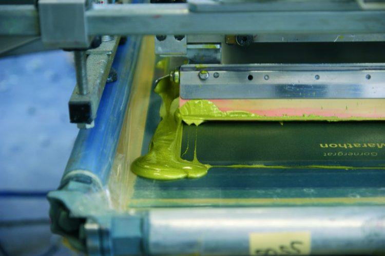 Siebdruck für Großauflagen - Textildruck für hohe Stückzahlen.