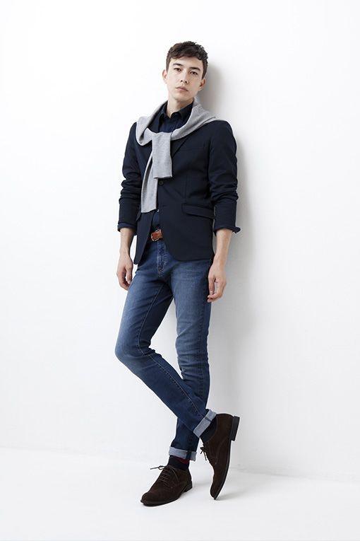 ブラックシャツとジャケットのデニムコーデ