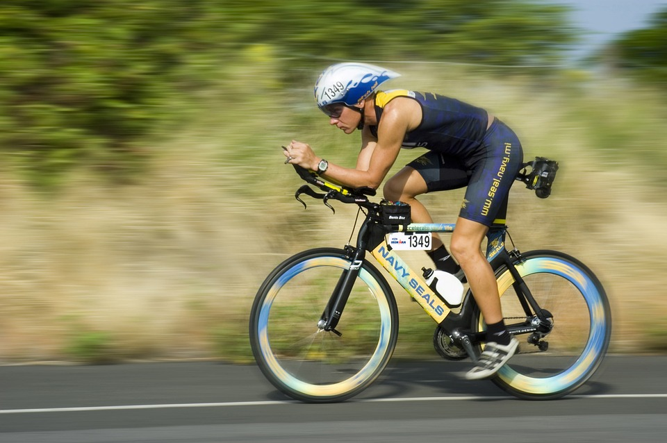 triathalon-cycling-racer-618750_960_720