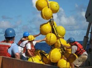 Recovery of mooring floatation on WHOTS-2, consisting of 80 glass balls encased in plastic.
