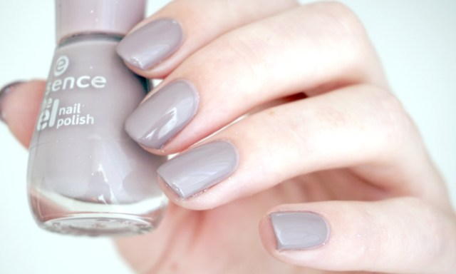swatches of Essence tip top taupe from the gel nail polish collection