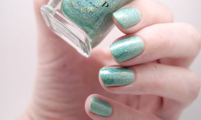 swatch of ilnp Bermuda breeze in artificial light