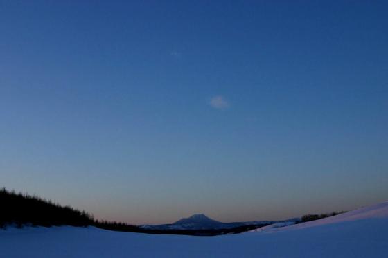 鶴居村から見た雄阿寒岳