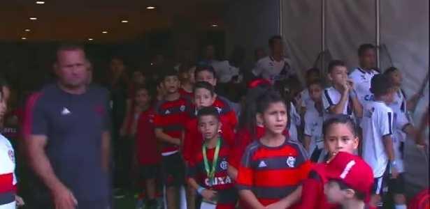 """Eurico convida crianças rubro-negras """"desprezadas"""" por jogadores do Flamengo, a conhecer o Vasco"""