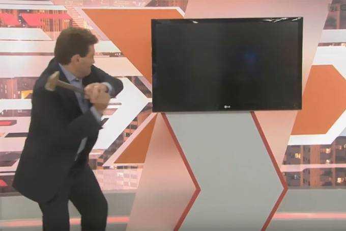 Paulo Gomes depois se desculpou dizendo que fez um favor ao programa: 'Cenário já tinha três anos'