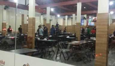 Bandido é preso apos invadir pizzaria - Imagem via Whatsapp
