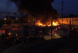 Incêndio atinge fábrica de embalagens plásticas em Manaus / Foto : Chamel Flores - No Amazonas é Assim