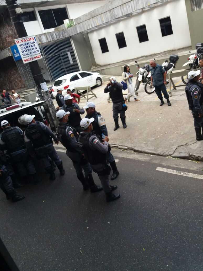 Passageiros prendem assaltante dentro de ônibus no centro de Manaus - Imagem: Divulgação