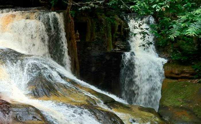 No Amazonas: Turista despenca de cachoeira ao fazer selfie - Imagem: Divulgação