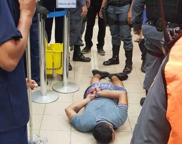 URGENTE Suspeito e baleado em frente de loja de eletrodomesticos (1)