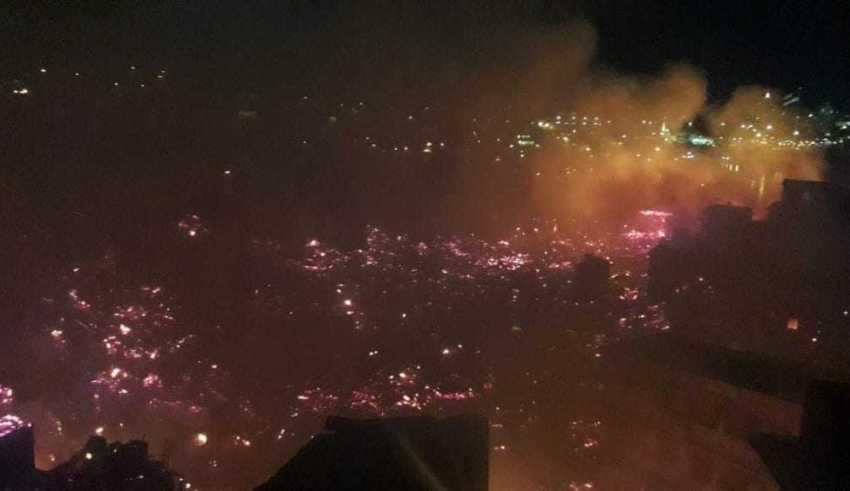 Segundo a Defesa Civil, cerca de 400 casas foram atingidas pelo fogo. / Foto: Divulgação/Twitter