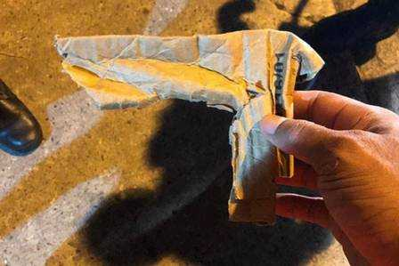 Arma de papelão usada no assalto / Foto : Divulgação