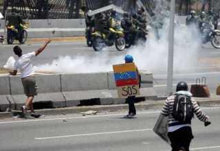 Manifestação contra o governo de Nicolás Maduro, e para comemorar o Dia Primeiro de Maio, em Caracas. / Foto: Manaure Quintero/REUTERS