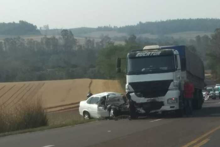 Adeus, mãe': Antes de jogar carro em caminhão, ex manda filho gravar despedida aos prantos
