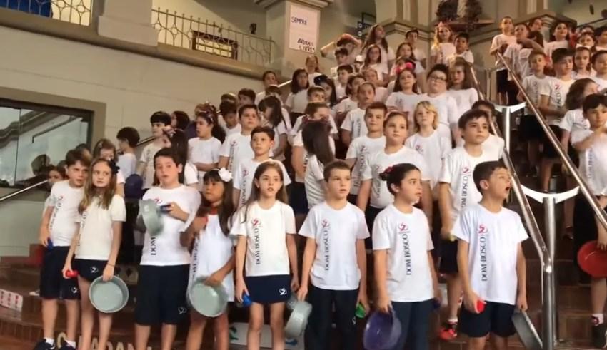 Alunos do Colégio Dom Bosco cantam Sweet Child O' Mine e vídeo já conta mais 2 milhões de visualizações