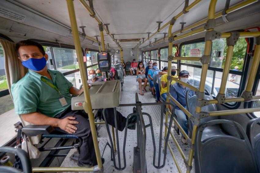 Transporte coletivo em Manaus só pode trafegar com passageiros sentados! / Fotos – Alex Pazuello / Semcom