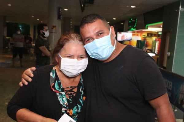 Após alta, dois pacientes transferidos retornam de Goiânia na madrugada desta terça-feira (16/02) / Foto: Arthur Castro/Secom
