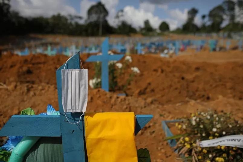 Cemitério em Manaus (AM) durante a pandemia da Covid-19 Foto: Bruno Kelly/Reuters (31.dez.2020)
