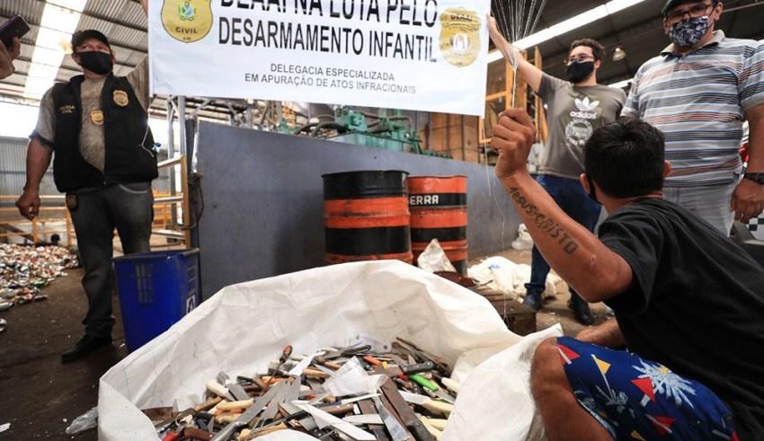 Em alusão ao dia do desarmamento infantil, Polícia Civil encaminha para reciclagem mais de 600 armas brancas / Foto: Herick Pereira/SECOM