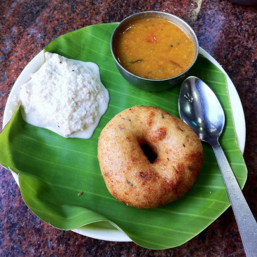 Vada with coconut chutney (Photo by: https://www.flickr.com/photos/surajram/)