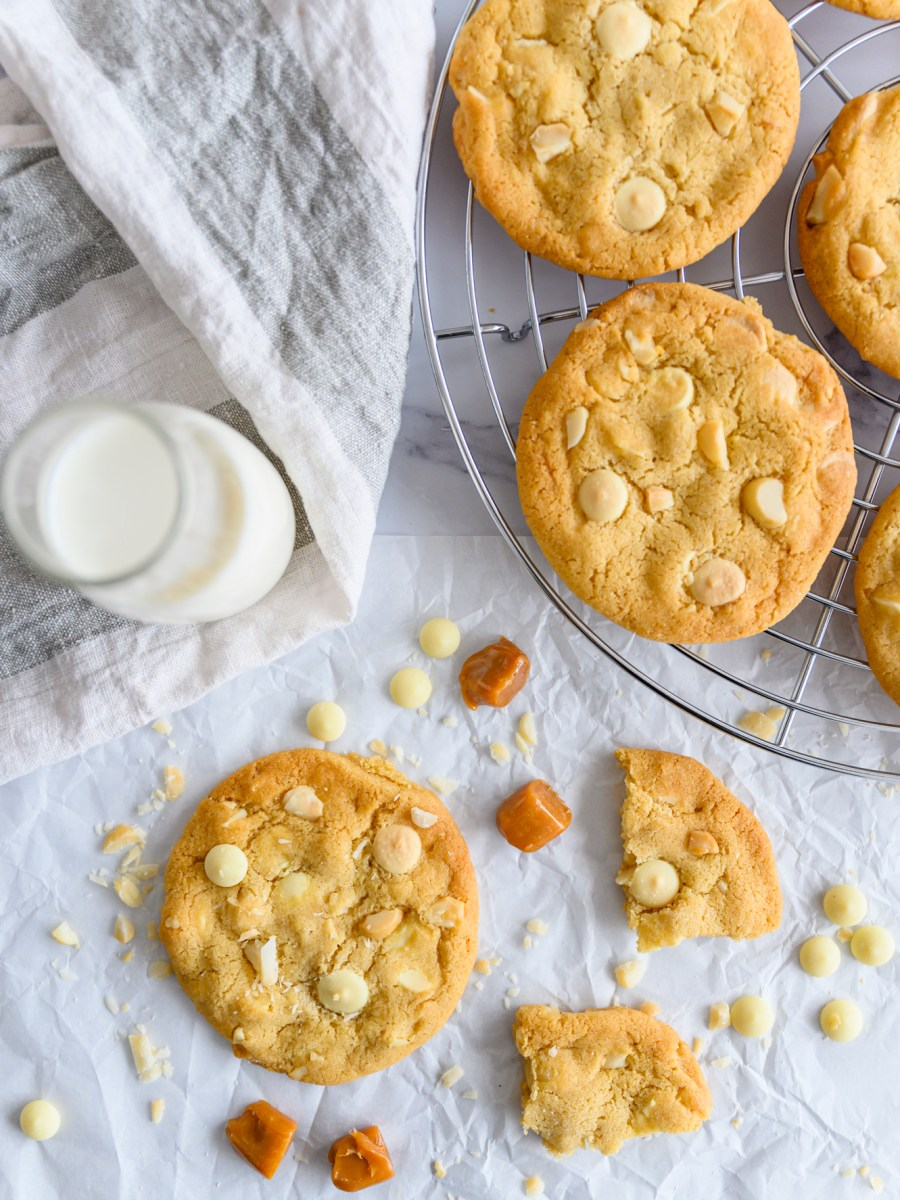 white-chocolate-macadamia-nut-cookies
