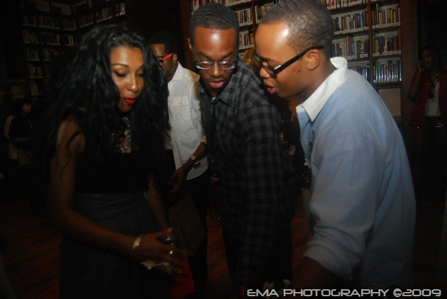 Melanie Fiona checking out TTK's table