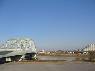 多摩川の土手3.JPG