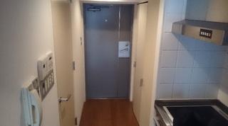 玄関の無いマンション.JPG