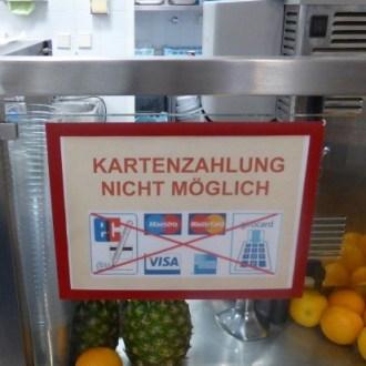 Die Messegesellschaft Berlin weiß, was ausländische Messebesucher wünschen. Sollen sie doch zu McDonalds gehen! (@MaxFassbrause, Datum unbekannt)