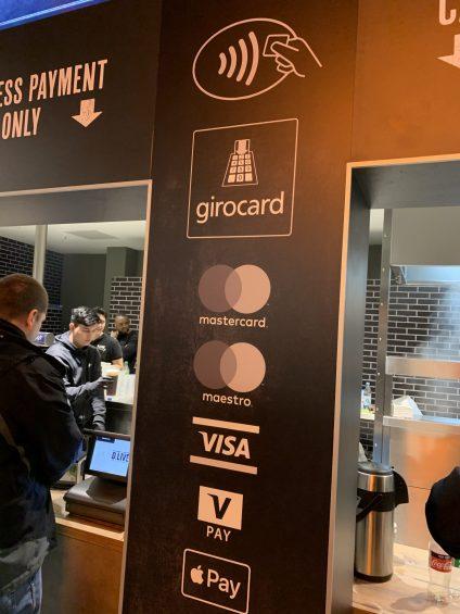 Kartenakzeptanz im Düsseldorfer ISS-Dome. Neu im Dezember 2019 (@real_mos)