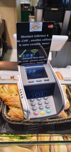 Am Bahnhof Lausanne wird man sein Geld digital los (@jumpup1991)